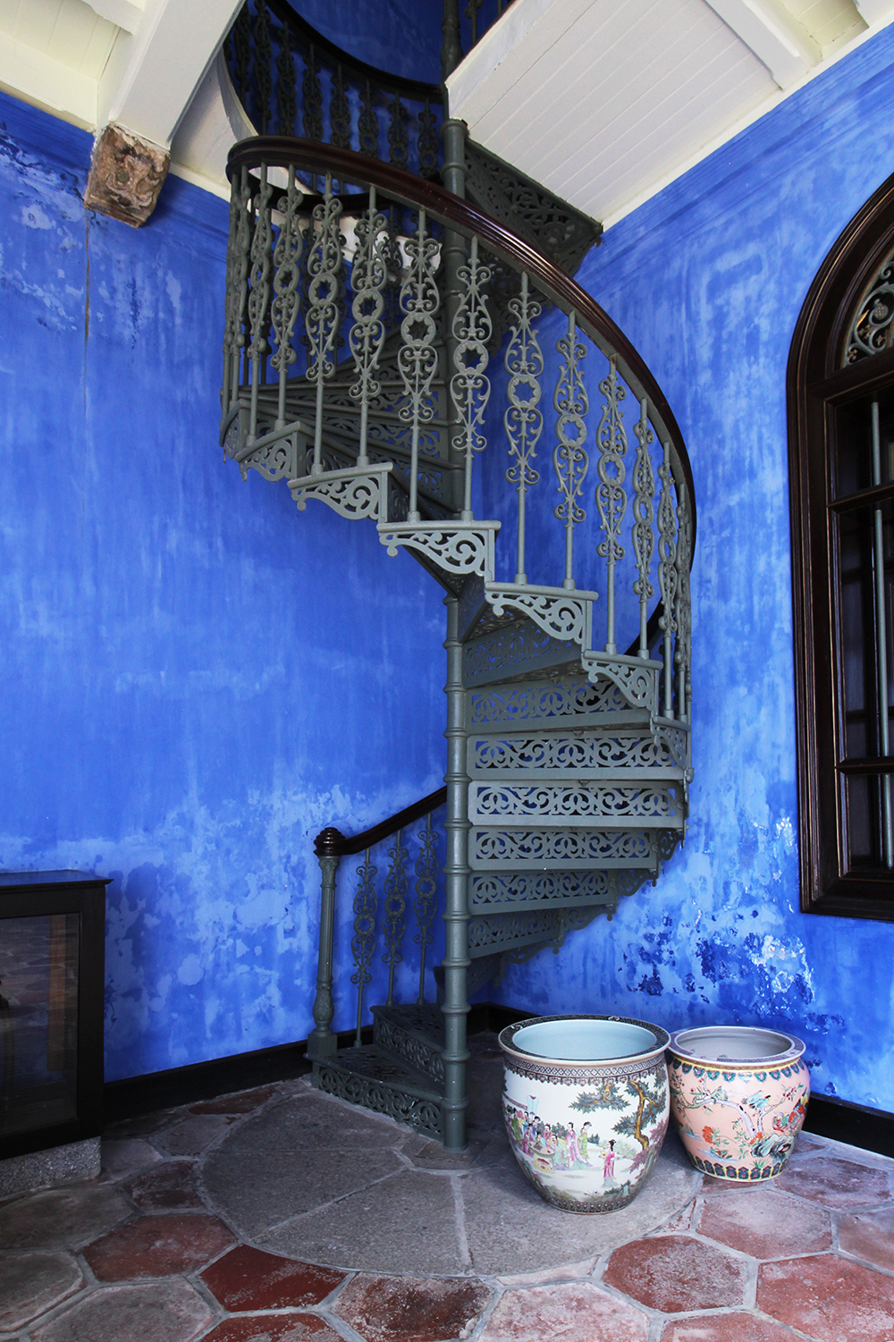 The colour blue associates with peace and order—perfect for a heritage building.