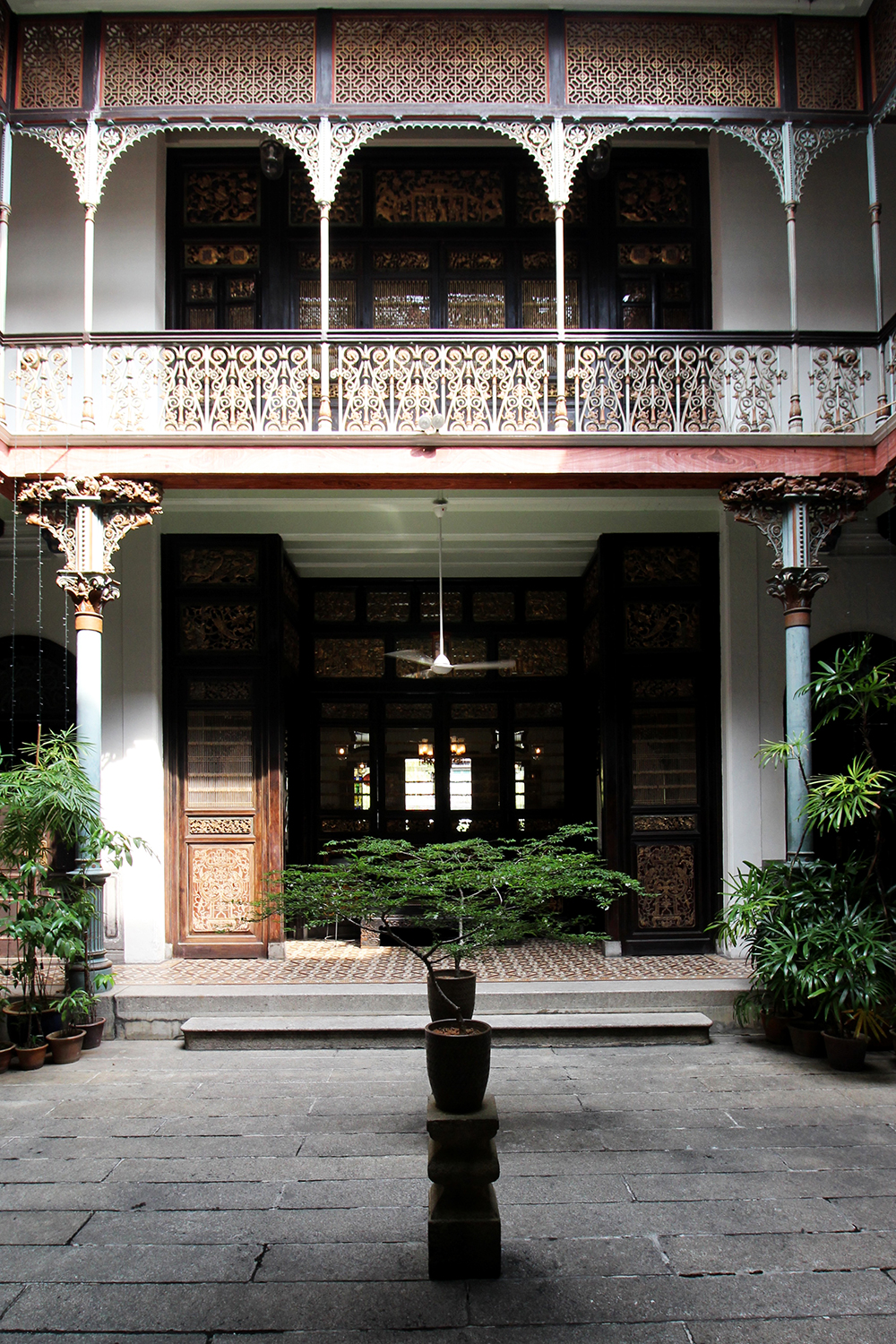 The entirety of the Cheong Fatt Tze Mansion displays visual odes to Penang's peranakan culture.